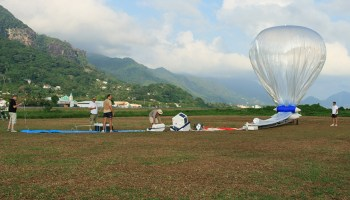 In preparation for the Stratéole 2 project, a collaboration between France and the U.S., scientists launch a helium balloon