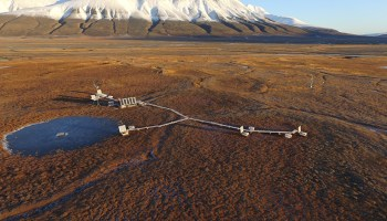 A flux monitoring site in Adventdalen on Svalbard monitors carbon dioxide emissions from the surrounding permafrost area.