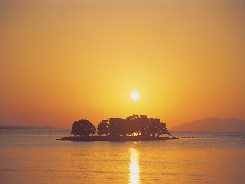 The Sun sets over Lake Shinji in western Japan