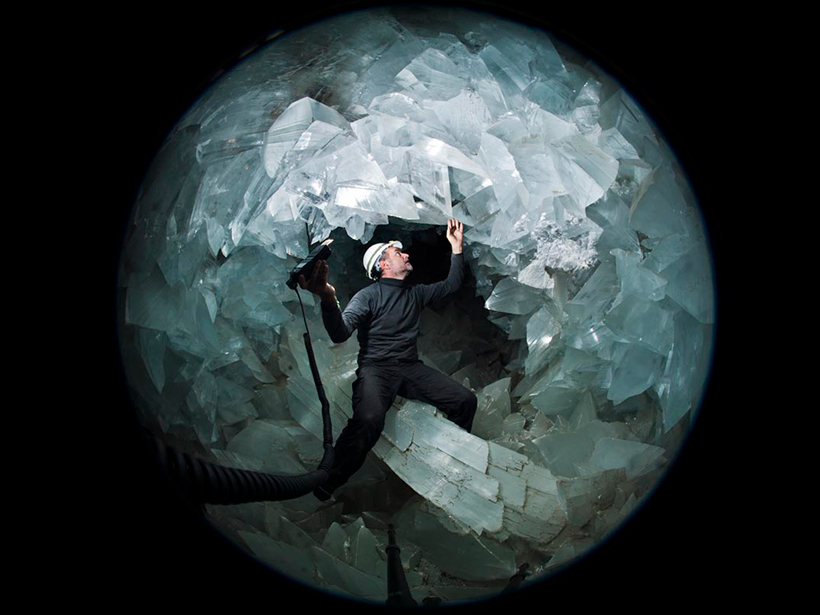 A person stands inside the Pulpí geode.
