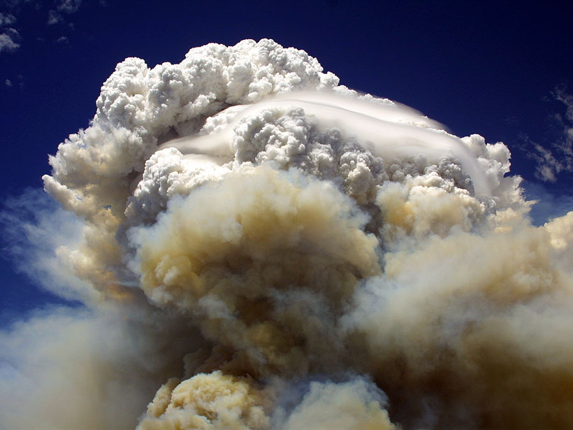 Brown smoke billows from the Willow Fire in Payson, Ariz., in 2004, fueling the formation of a towering pyrocumulonimbus system above