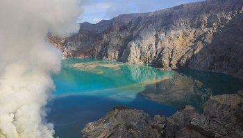 Image of a volcanic lake at Ijen volcano in Indonesia