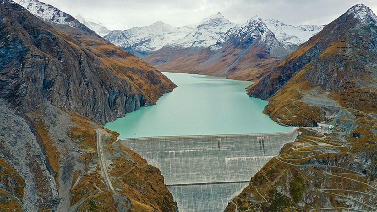 Lac des Dix reservoir of the Grande Dixence Dam in Hérémence, Switzerland