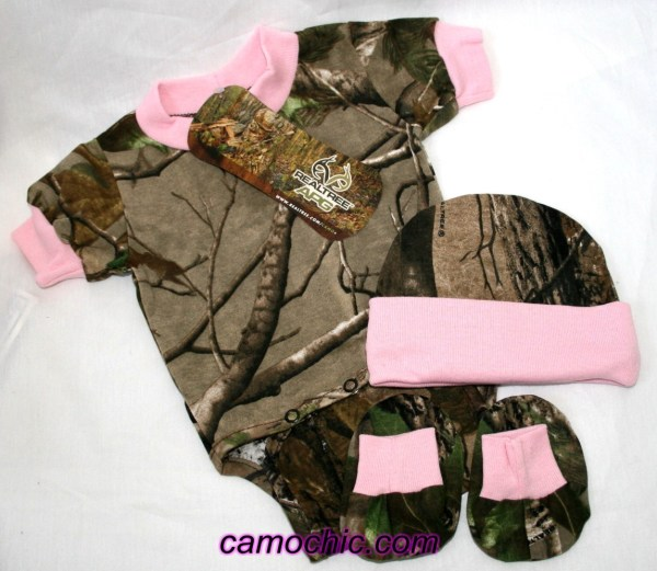 Realtree Apg Camo & Pink Diaper Set Hat Booties Baby