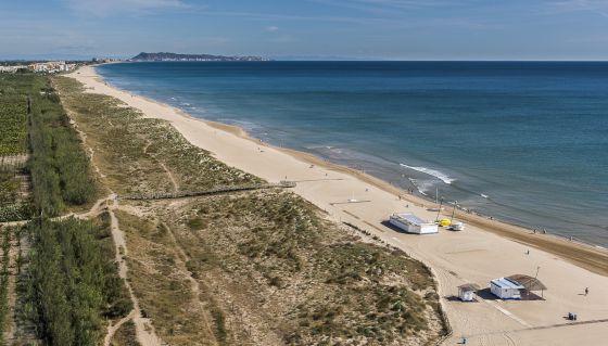 Gandia abre la puerta a urbanizar su ltima playa virgen