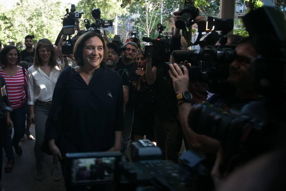 Les bases de Colau avalen massivament que repeteixi com a alcaldessa de Barcelona