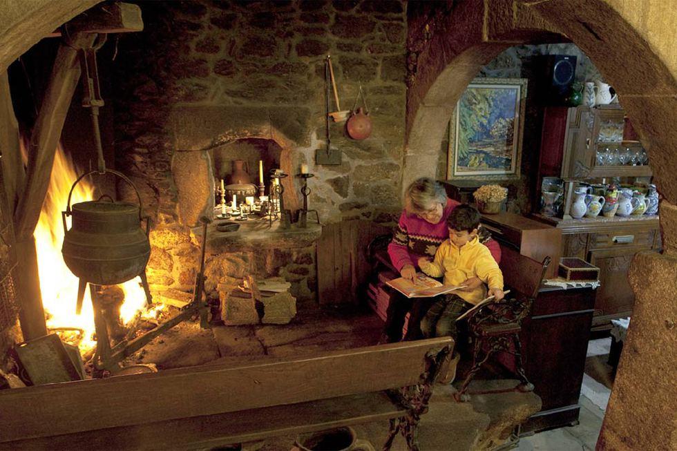 La lareira de la rectoral de San Andrs de Sarandn