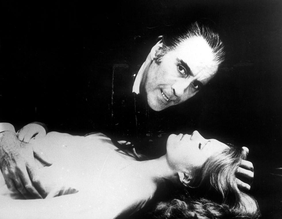 Christopher Lee en una escena de la película 'El conde Drácula' en 1958