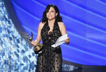 La ganadora del premio a Mejor actriz de comedia, Julia Louis-Dreyfus. Es el quinto premio consecutivo de la actriz, todos por su actuación en 'Veep'.