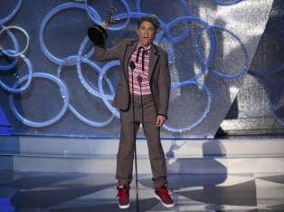 Jill Soloway celebra el premio a Mejor dirección en una serie de comedia por 'Transparent'.