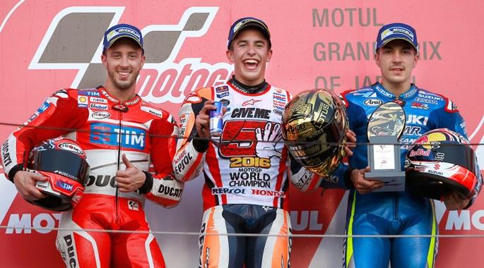 A Marc Marquez le acompañaron en el podio el italiano Andrea Dovizioso (Ducati Desmosedici GP16) y el español Maverick Viñales (Suzuki GSX-RR).