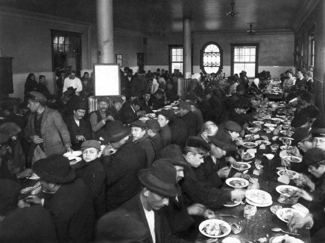 Comedor del centro de inmigrantes de Ellis Island.