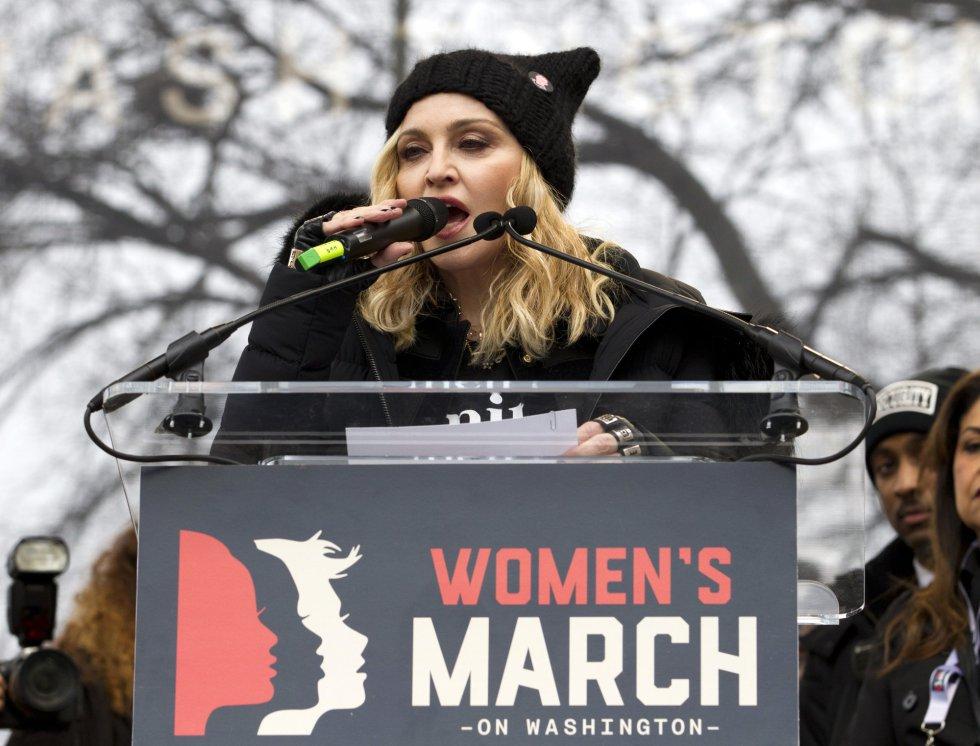 La cantante Madonna se dirige a los participantes de la marcha celebrada en Washington.