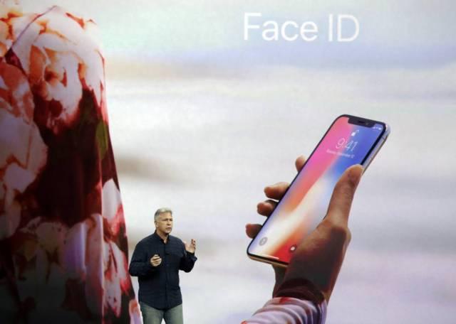 Apple ha usado las máscaras que se usan en Hollywood para probar Face Id. Schiller dice que la tasa de error en el peor de los casos es uno en un millón.