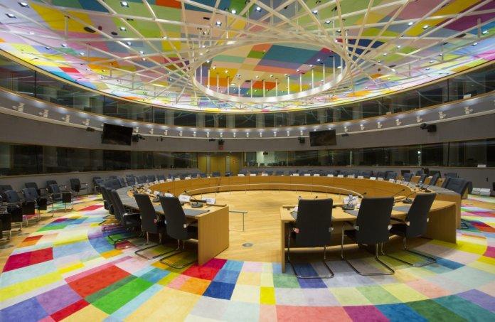 Interior del Edificio Europa, conocido popularmente como 'El Huevo', el centro de operaciones del Consejo Europeo. En la imagen, la sala S3, donde se celebran las reuniones del Eurogrupo.