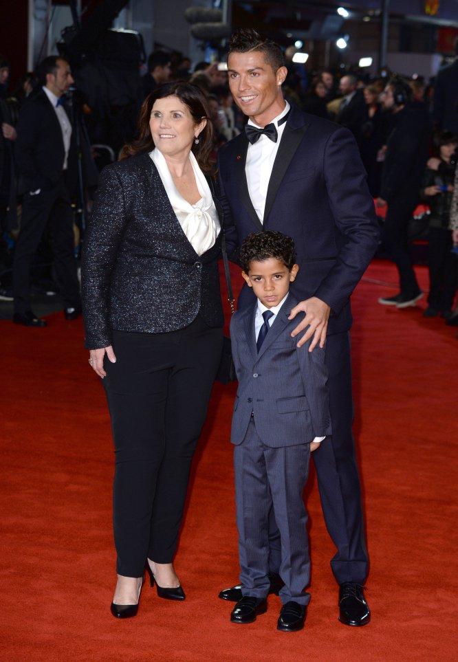 Como si de una estrella de Hollywood se tratara, en noviembre de 2015 el futbolista desplegó la alfombra roja en Londres para el estreno de un documental sobre su vida, al que acudió junto a su madre y su hijo mayor.