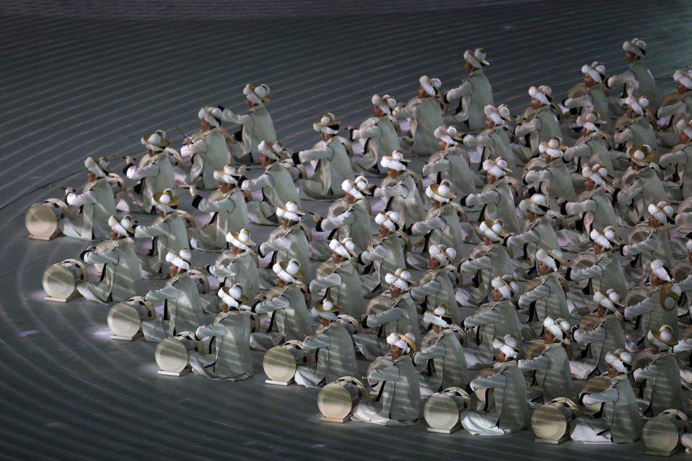 Performance durante la ceremonia de inauguración de los Juegos Olímpicos de Invierno 2018 de Pyeongchang, el 9 de febrero de 2018.