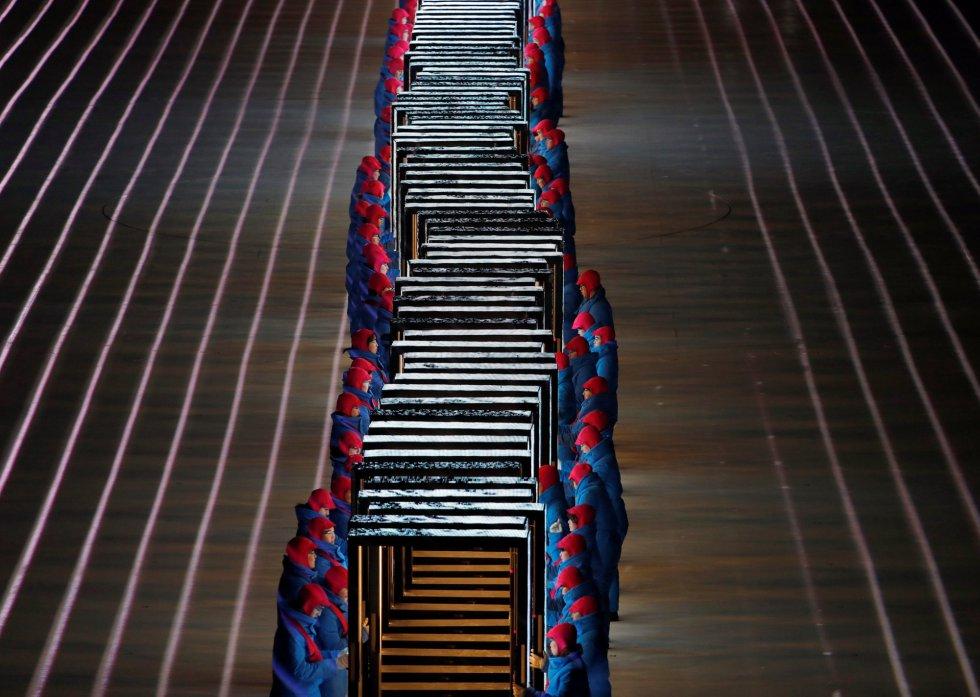 Artistas se preparan para su actuación en la ceremonia de inauguración de los Juegos Olímpicos de Invierno 2018 de Pyeongchang, el 9 de febrero de 2018.