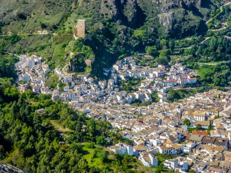 Yedra castle dominates this white village, which is located inside the Sierras de Cazorla, Segura y Las Villas Natural Park – the biggest protected area in all of Spain. The Santa María, Del Carmen and San Francisco churches are also well worth a visit. More information: cazorla.es