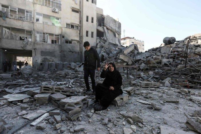 El anuncio de un alto el fuego con mediación egipcia, difundido en la noche del lunes por Hamás, no ha impedido que la aviación israelí siguiera bombardeando decenas de objetivos en Gaza en la madrugada de este martes y de que la milicia islamista lanzara más de 30 cohetes y proyectiles contra territorio israelí.