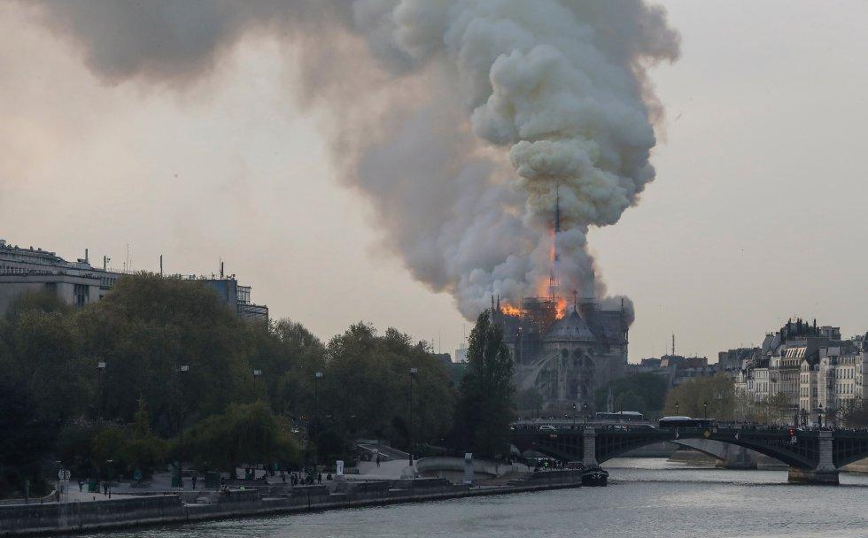 La operación es de envergadura. El incendio fue declarado cerca de las seis de la tarde hora local (la misma en la España peninsular), precisaron los bomberos.
