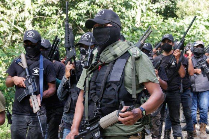 """Un grupo de civiles de Los Altos de Chiapas se organizó y mediante un comunicado en video difundido por las redes sociales se presentaron como el grupo autodefensa El Machete. Su misión es """"expulsar a los sicarios, a los narcotraficantes y al crimen organizado"""" de las tierras indígenas, según su publicación."""