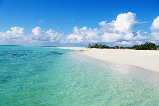 A praia de Grace Bay, na ilha de Providenciales de Turcas e Caicos, um arquipélago britânico ao norte do Caribe, foi coroada como a melhor praia do mundo nos prêmios Travellers' Choice de TripAdvisor, no qual votam os usuários da rede social e centro de reservas de viagens.