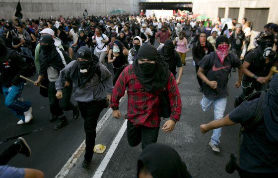 Los anarcos o encapuchados el nuevo acertijo de los