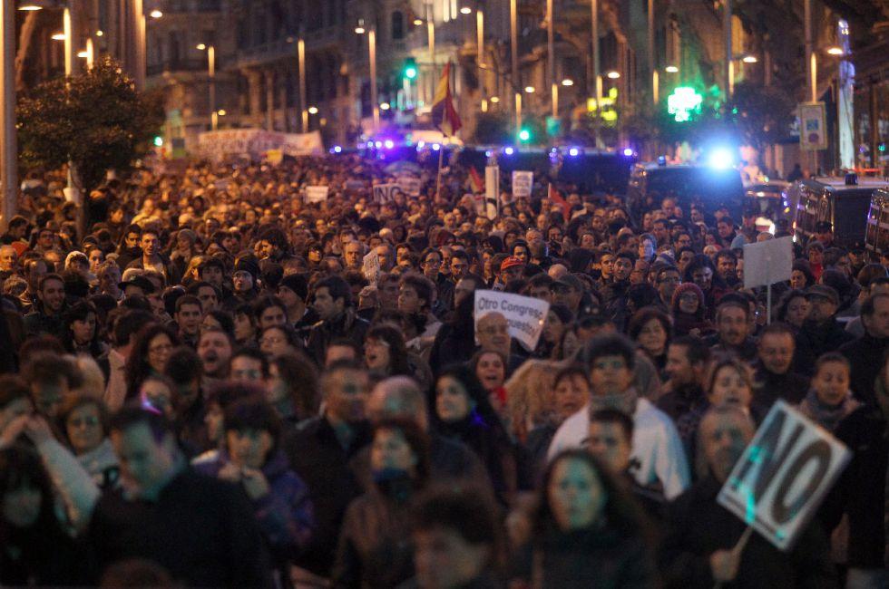 Manifestantes en la plaza de Neptuno