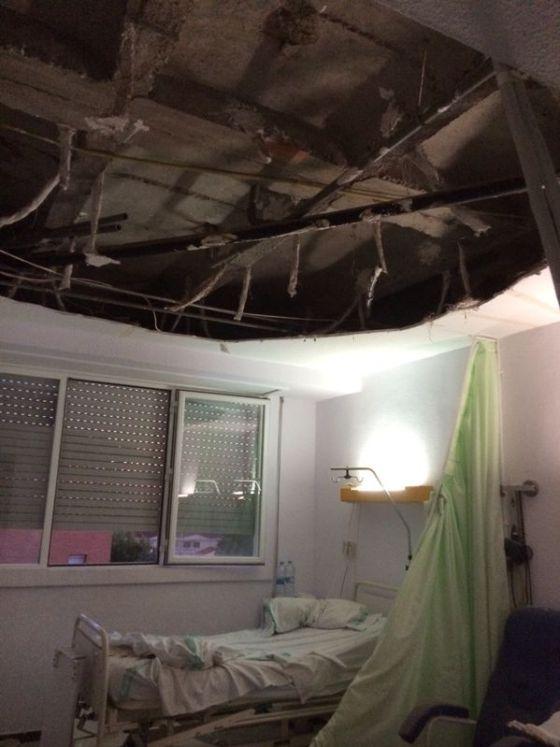 Un falso techo se derrumba sobre dos pacientes en el