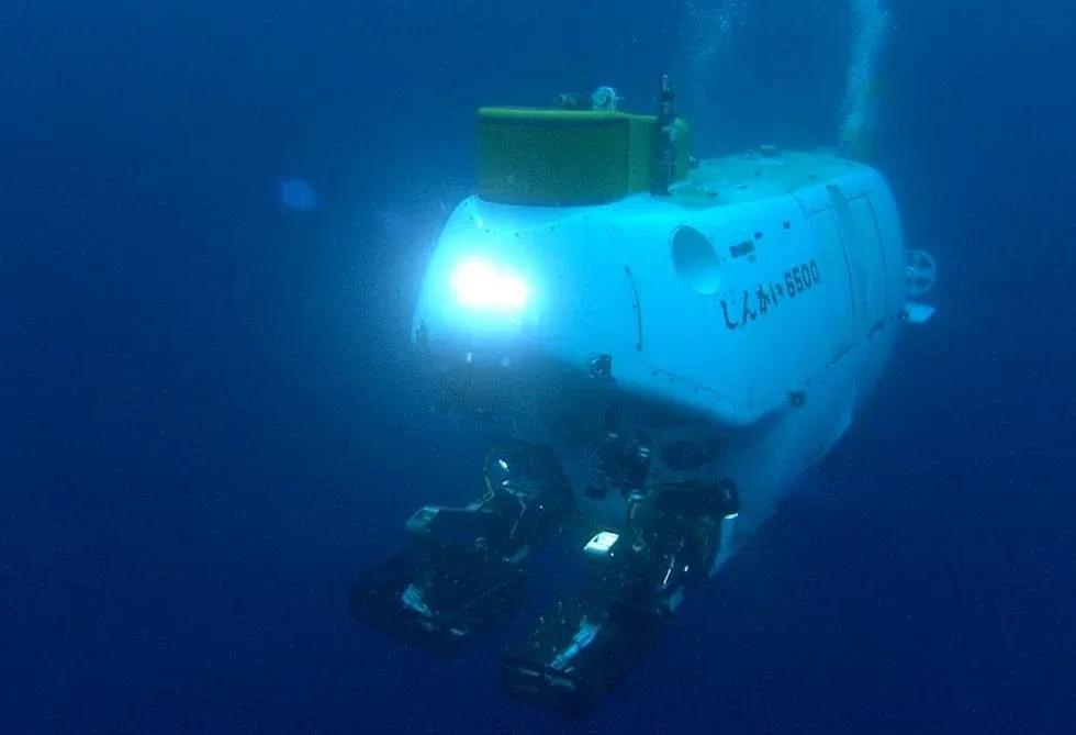 Um robô submarino utilizado na pesquisa.