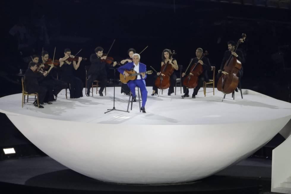 Paulinho da Viola, que cantou o hino nacional.