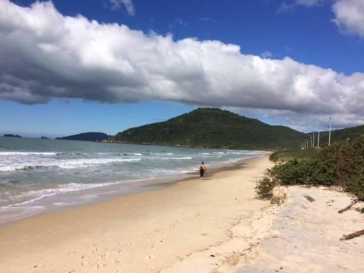 Praia de Santa Carina que percorre o trecho brasileiro do Caminho de Santiago.