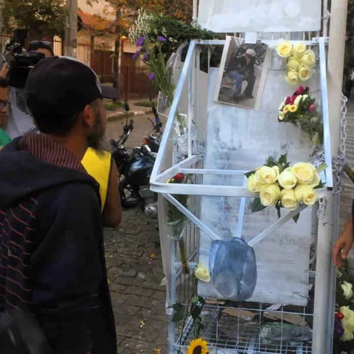 A carroça de Ricardo Nascimento foi enfeitada e colocada no local da execução