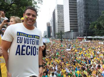 Ronaldo camiseta Aecio