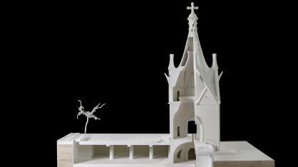 Maqueta de la capilla diseñada por Gaudí que se construirá en el Parque de Cataluña de Rancagua, Chile