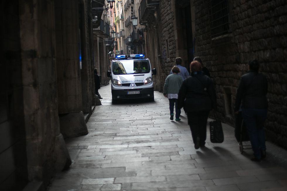 Una furgoneta de la Guardia Urbana en Barcelona.