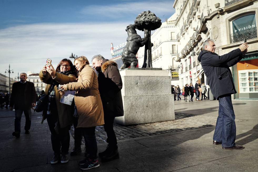 La icónica estatua del Oso y el Madroño en la Puerta del Sol.