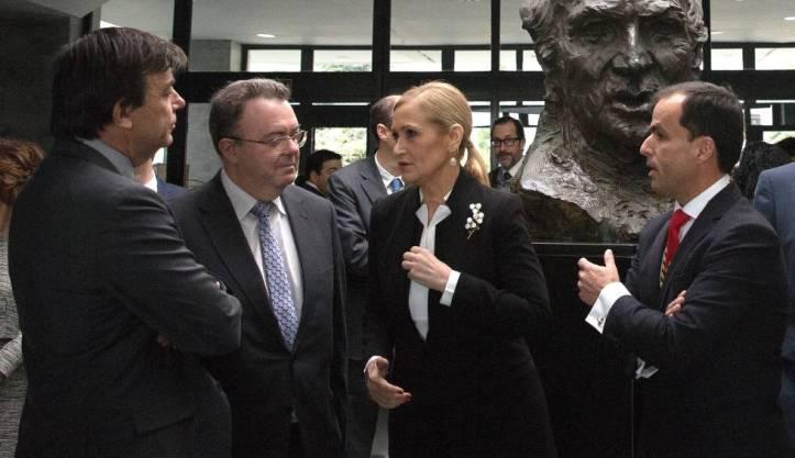 Cifuentes rodeada de los rectores de la Complutense, Politécnica y Rey Juan Carlos el pasado marzo.