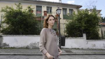 La concejal socialista Mar Espinar ante la casa de Vicente Aleixandre.