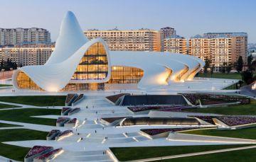 Centro Cultural Heydar Aliyev, levantado en Bakú (Azerbaiyán).