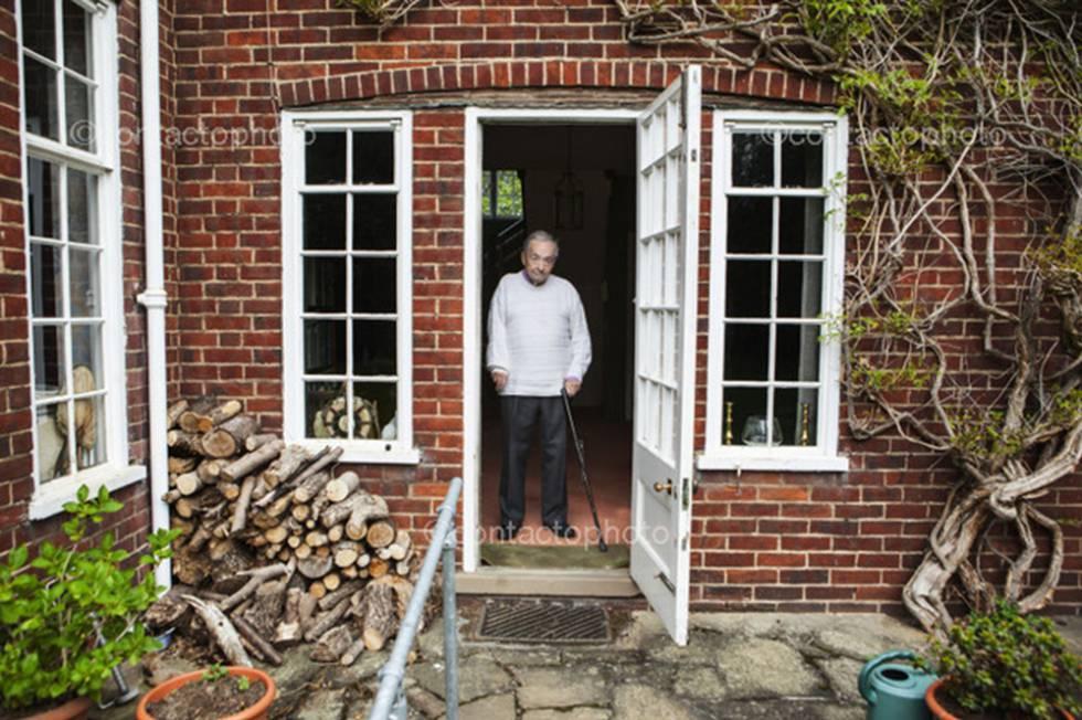 George Steiner en su casa en Cambridge.
