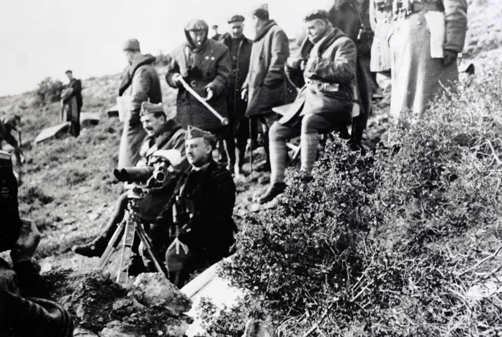 Franco asiste a una contraofensiva de la batalla del Ebro.