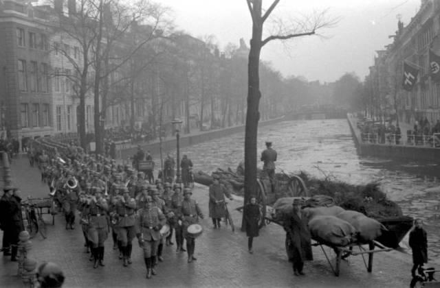 Fotografía tomada por Franz Anton Stapf de un desfile nazi en Ámsterdam, el 15 de febrero de 1941.