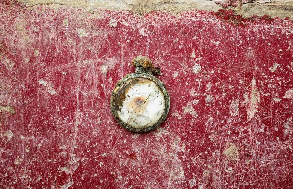 Reloj encontrado, en diciembre de 2014, en una fosa común en el cementerio de San Roque de Puerto Real (Cádiz).