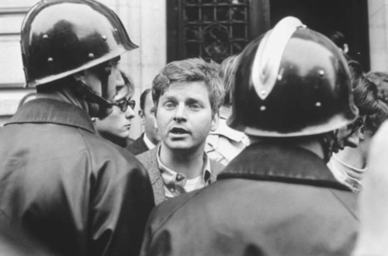 Daniel Cohn-Bendit, durante la evacuación de la Sorbona.