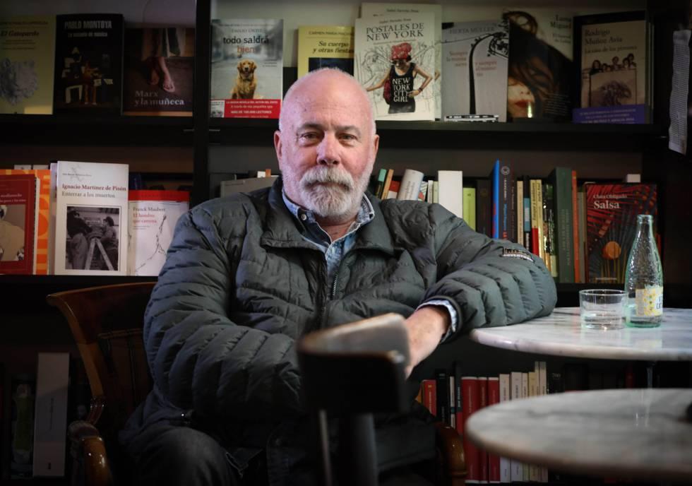 El periodista y escritor Ramón Lobo, en la librería madrileña La Buena Vida.