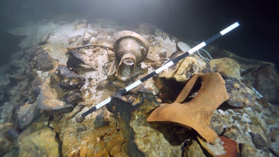 Restos de ánforas romanas encontradas en la cueva de Alcudia