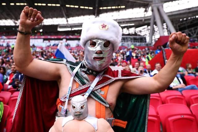 Un aficionado con la máscara de El Santo, en la Copa Confederaciones.