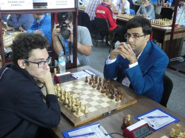Fabiano Caruana y Viswanathan Anand, minutos antes del comienzo de su partida